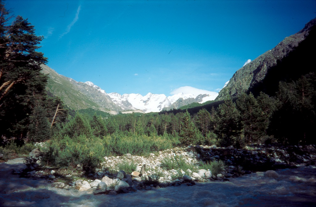 """alpłagieru """"Dżantugan"""". Obok przepływa rzeka Adył Su"""