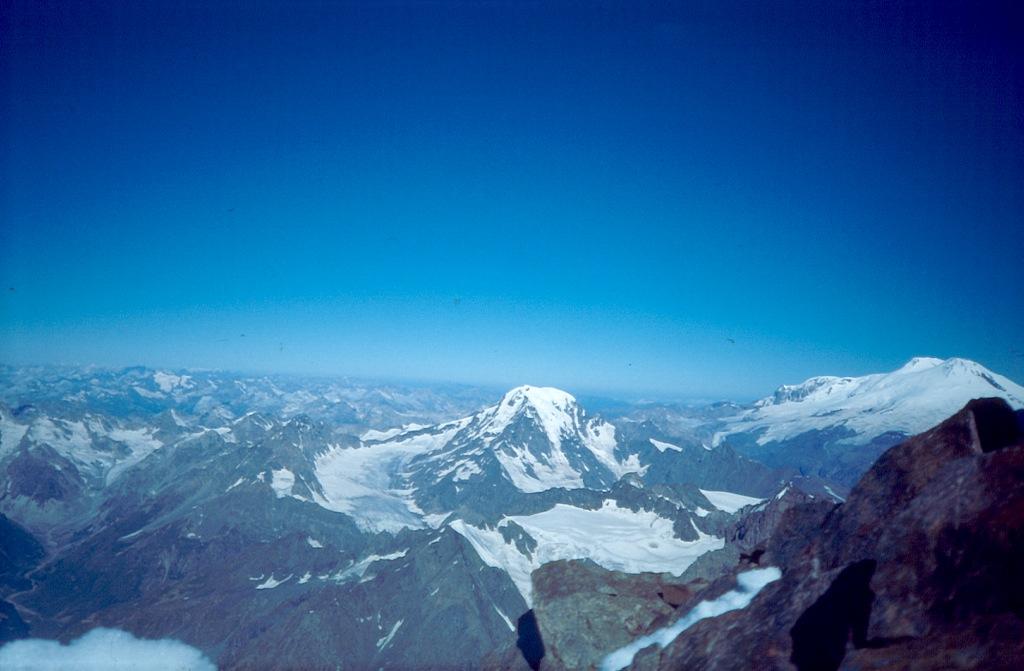 Donguz Orun i Elbrus. Widok z Uszby