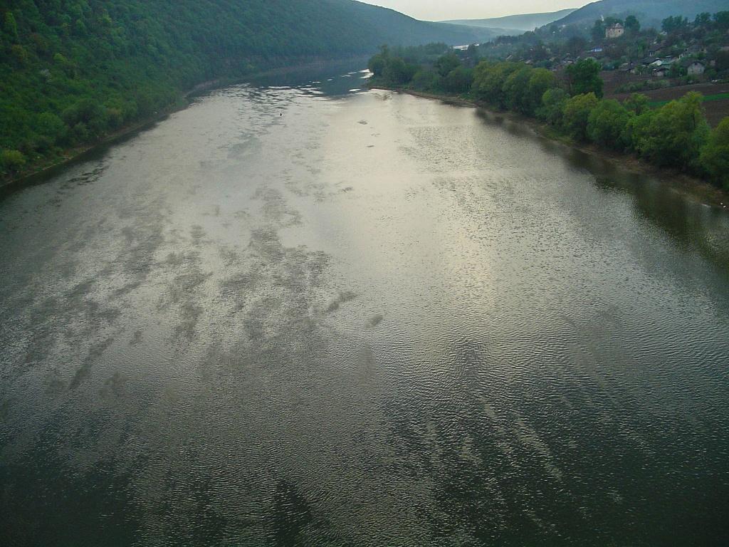 """Malownicza dolina Dniestru objęta jest ochrona w ramach Regionalnego Parku Krajobrazowego """"Kanion Dniestru""""."""