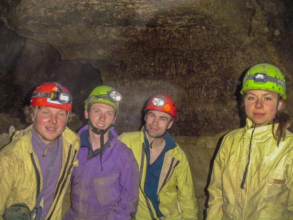 Jaskinia Optymistyczna jest piątą najdłuższą jaskinią świata i najdłuższą jaskinią gipsową. Łączna długość korytarzy wynosi ponad 240 km. W trudnych do orientacji korytarzach jaskiń podola stworzono ciekawy sport łączący speleologię z biegami na orientacje.