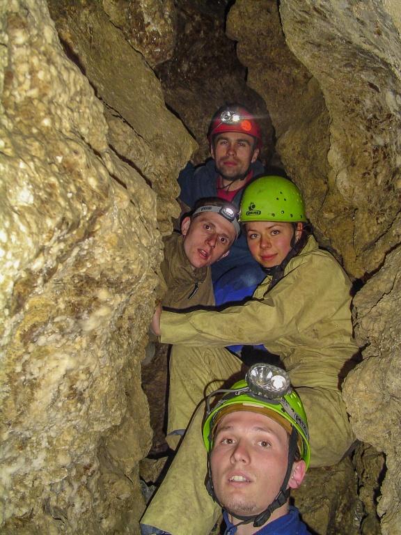 """Jaskinia ma formę labiryntu wytworzonego w warstwie gipsu o grubości 20-30 metrów. Powierzchnia gipsowej """"czapy"""" w której """"rozłożone"""" są korytarze jaskini wynosi zaledwie 2 km²."""