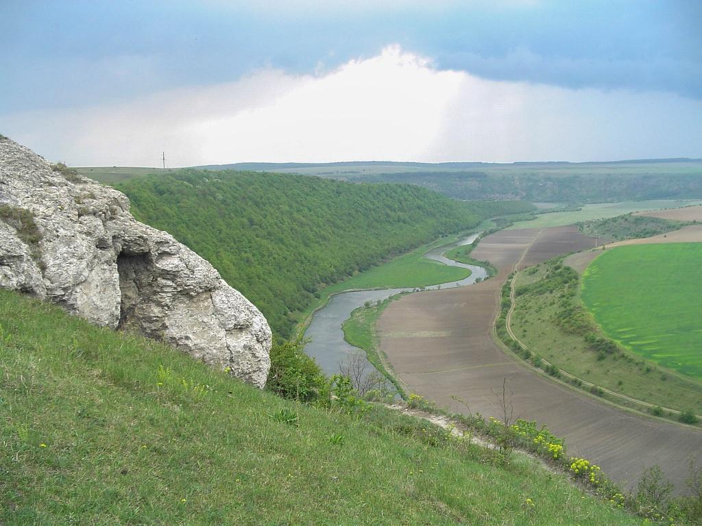 Podziwiamy malowniczy kanion rzeki Seret.