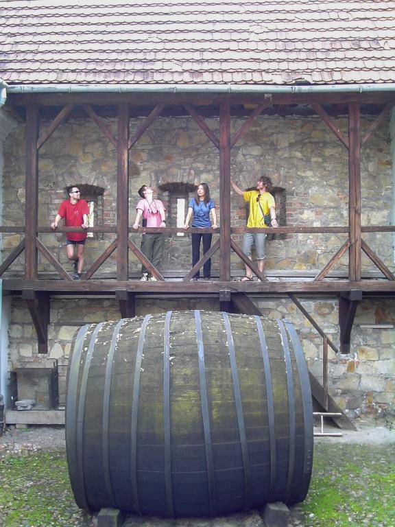 Biecz. Ta 9000 litrowa beczka pochodząca z XIX wieku przypomina o tradycjach handlu winem w tym regionie.