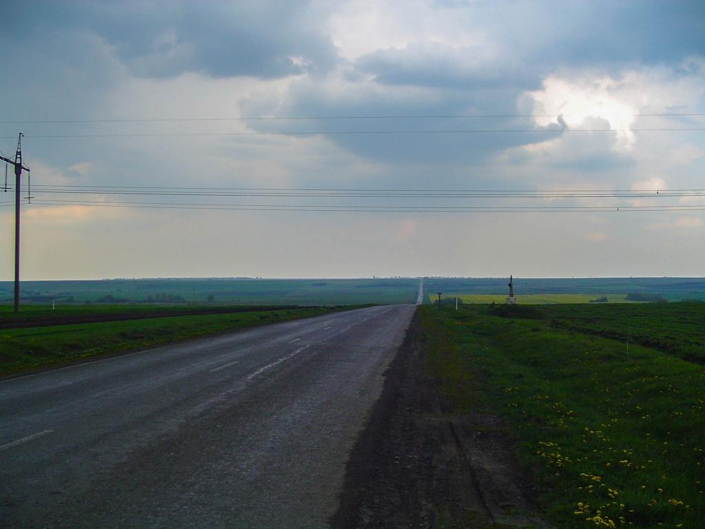 Jedziemy przez rozlegle pola niegdysiejszego Pokucia w strone doliny Dniestru.