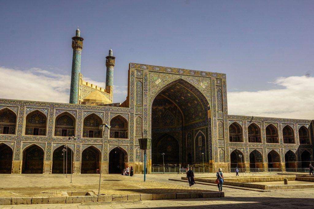 Meczet królewski (Masedh-e Shah). Podobnie jak większość budowli współczesnego Isfahanu powstał na początku XVII w. za czasów panowania Abbasa II.