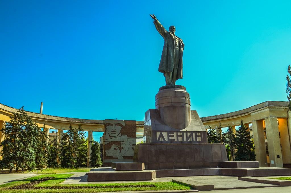 """Pomnik Lenina w Wolgogradzie i """"Dom Pawłowa""""."""