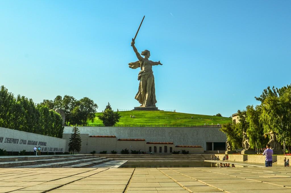 Plac Bohaterów Statua Matka Ojczyzna Wzywa (Родина-мать зовёт!) jest jedną z najwyższych rzeźb na świecie. Jej wysokość to 85 m. Sam miecz wykonany ze stali nierdzewnej ma 30 m.
