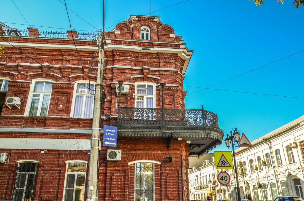 Astrachań. Dom z balkonem