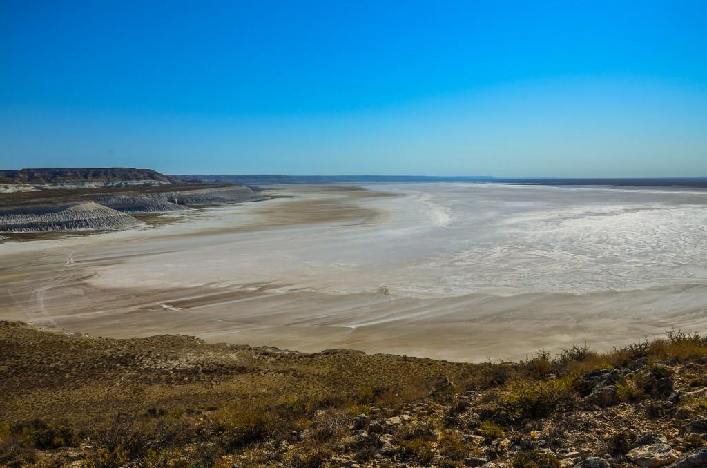 Wyschnięte słone jezioro Ustiurt kazachstan