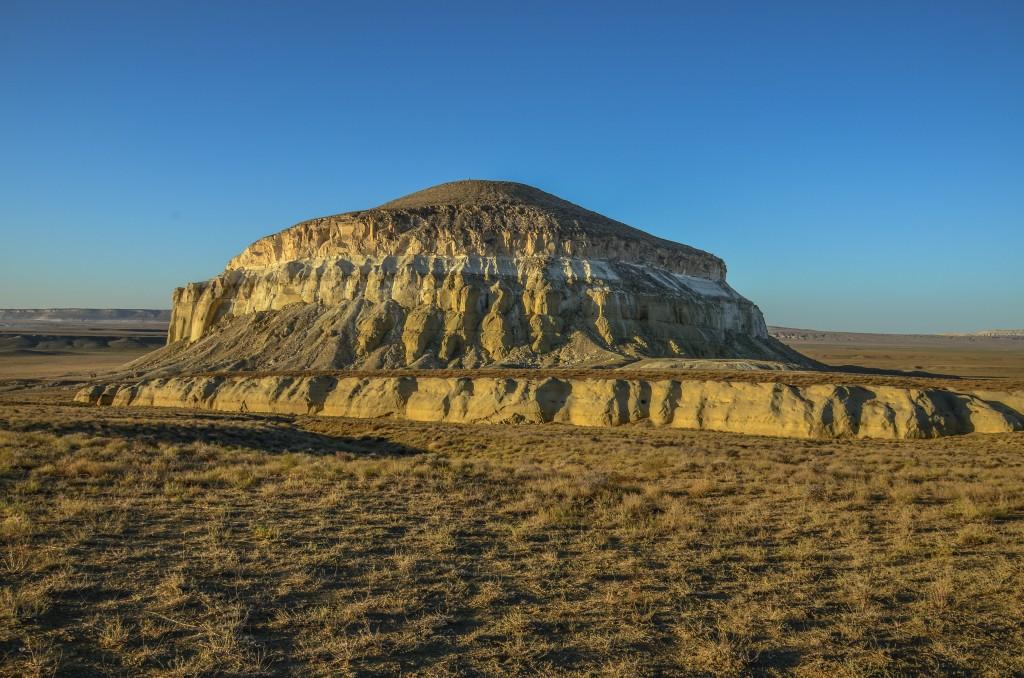 """Z Szetpe jedziemy pod Szerkalę czyli """"Lwią twierdzę""""(Шеркала). Góra owiana jest wieloma legendami. Według jednej z nich na szczycie góry znajdowała się forteca Dżocziego - najstarszego syna Czyngis-Chana."""