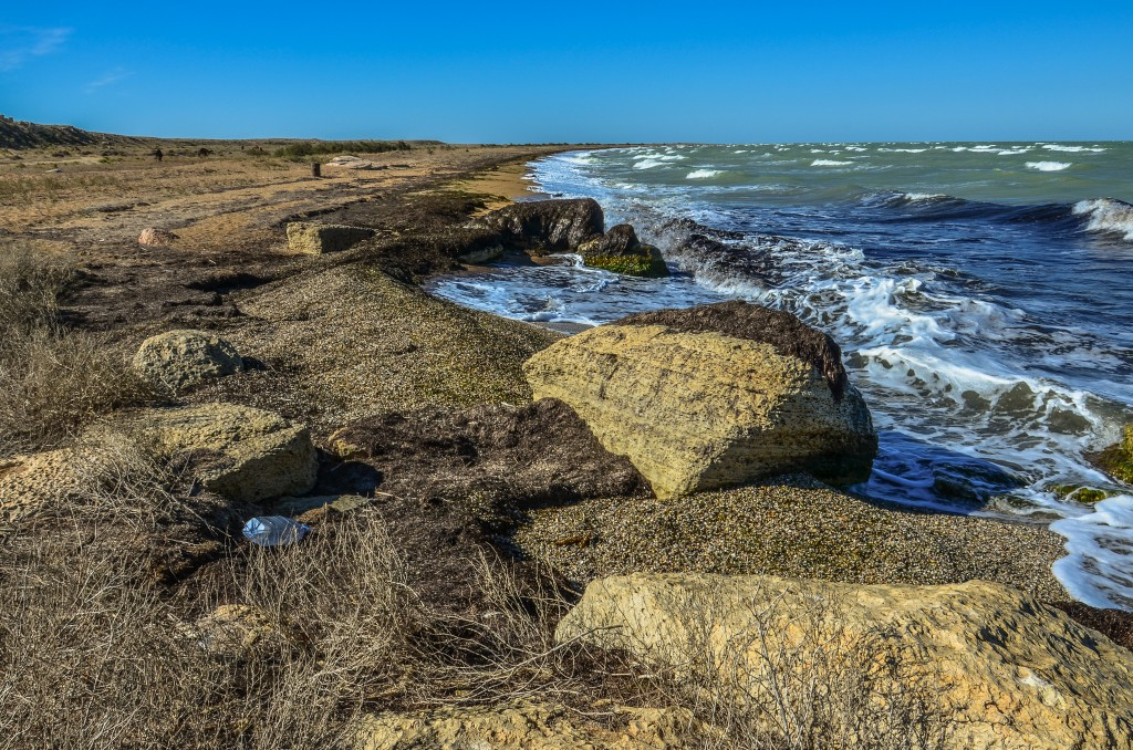 Morze Kaspijskie na północ od półwyspu Mangyszłak jest bardzo płytkie. Jego średnia głębokość wynosi jedynie 4 metry. W zimie ta część morza jest zamarznięta.