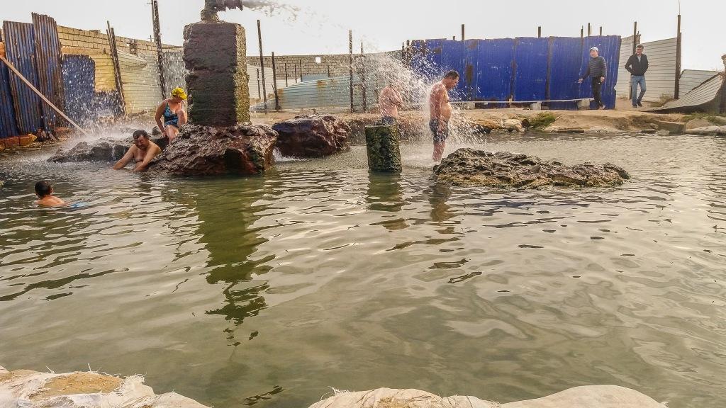Kąpiel w ciepłych źródłach Kazachstan