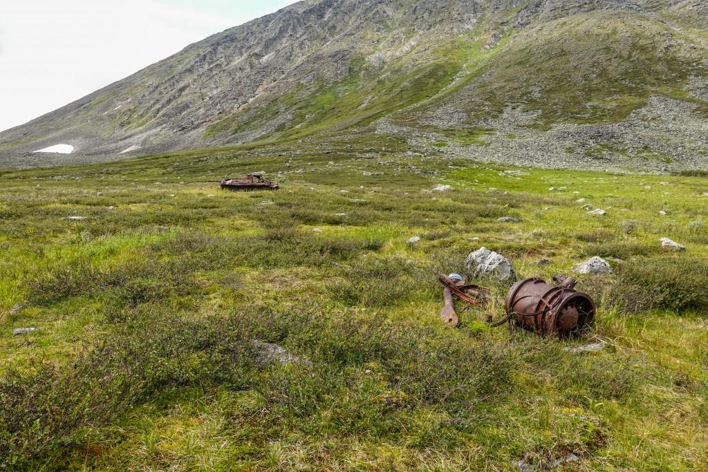 pozostalości po kopalniach kwarcu w górach Ural Subpolarny