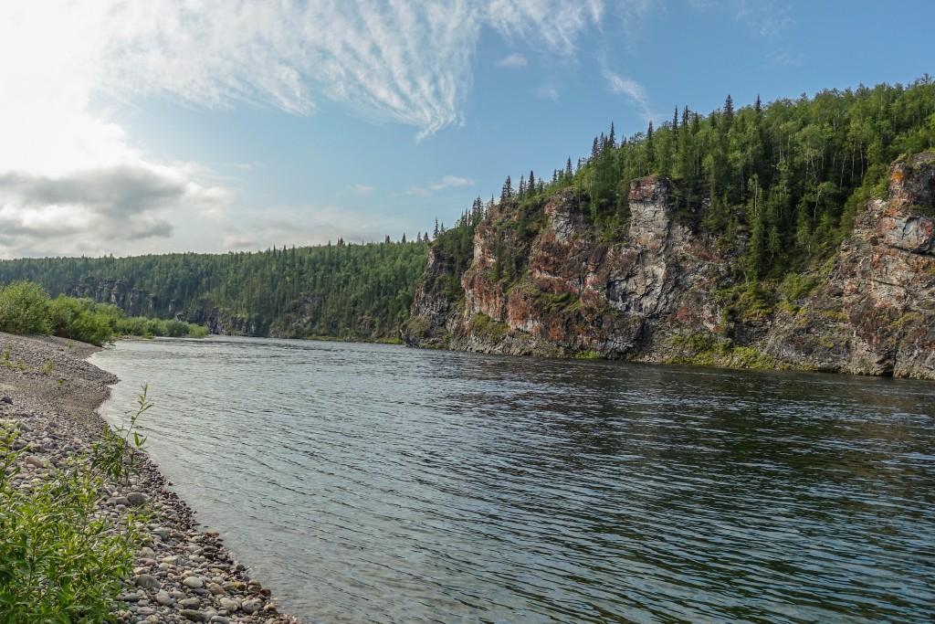 Brzegi rzeki Korzym na Uralu. Rosja