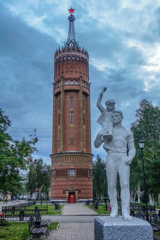 Wieża wodna w mieście Inta. Rosja