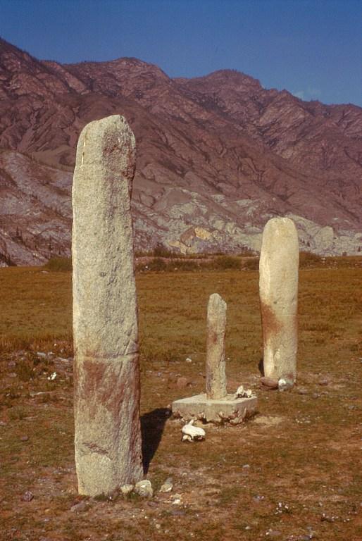 kamienne stele obok Inia. Ałtaj