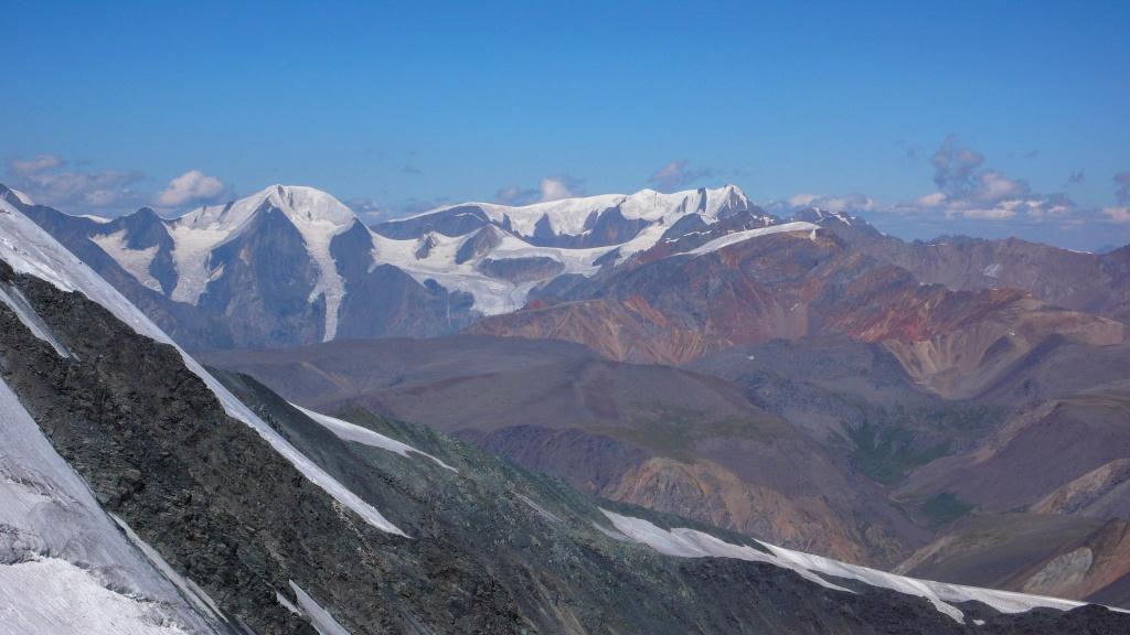 Po prawej widać szczyt Aktru (4044 m) z lewej Karagem-Baszi (3962 m).Ałtaj – Grzbiet Północnoczujski