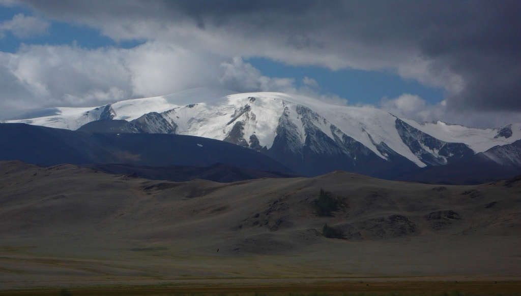 Mongun-Tajga (Монгун-Тайга) (3976 m).