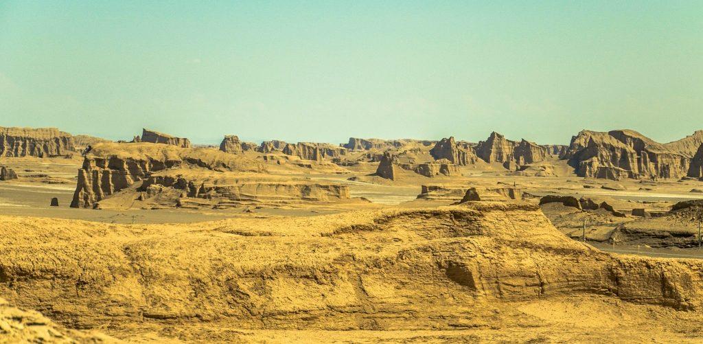 Jardangi na pustyni Daszt-e Lut