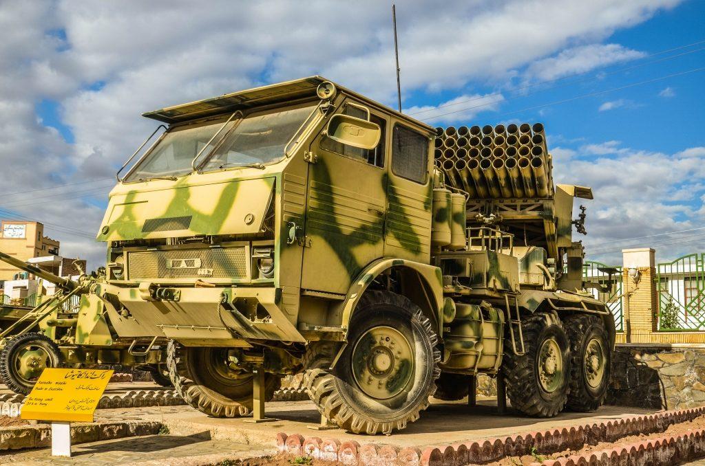 Rumuńska ciężarówka DAC 665t z wyrzutnią rakietową