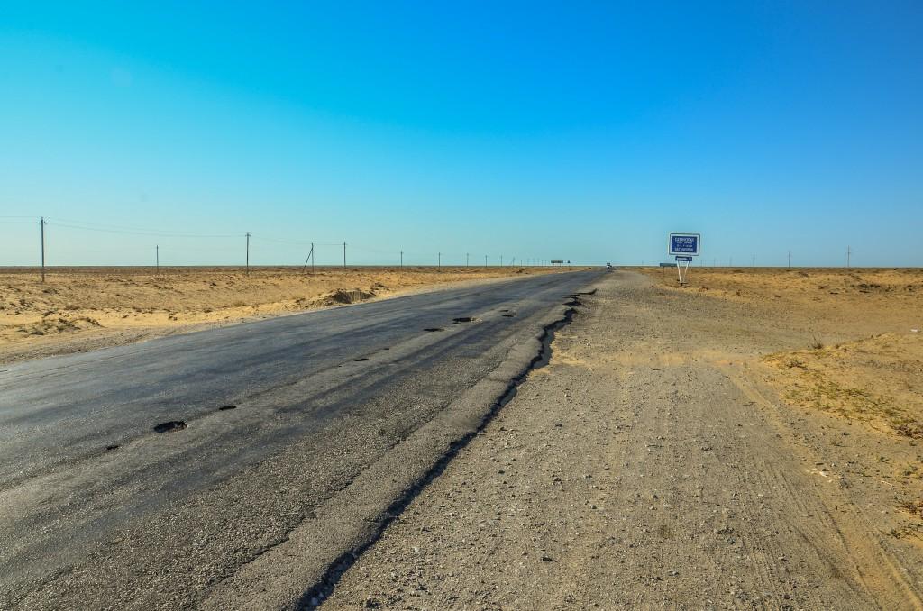 Dziurawa droga do Atyrau. Kazachstan