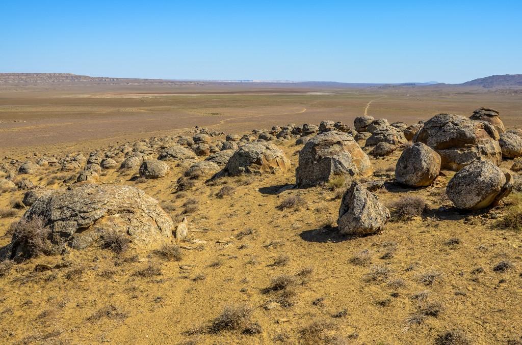 """Kamienne Kule Kazachstan """"The Valley of Balls""""."""