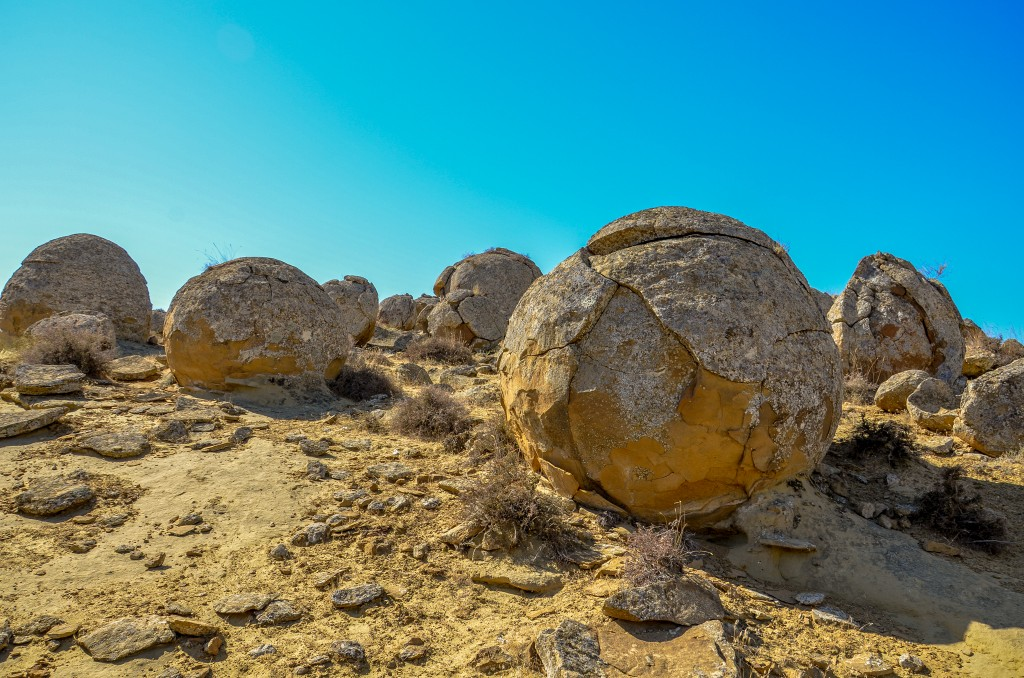 Kamienne kule podobne do kul z kamieniołomu Megonki koło Czadcy na Słowacji.