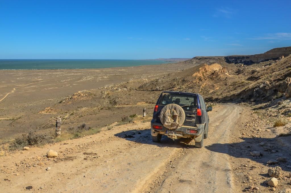 Z Fortu Szwewczenko jedziemy szutrową drogą na północny-wschód w stronę przylądka Bagarżyk.