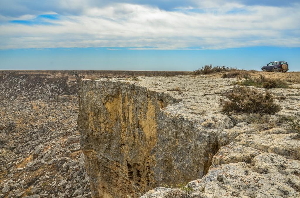 północnego krańca półwyspu Mangyszłak, nad krawędź wielkiego osuwiska Żygylgan (Жыгылган)
