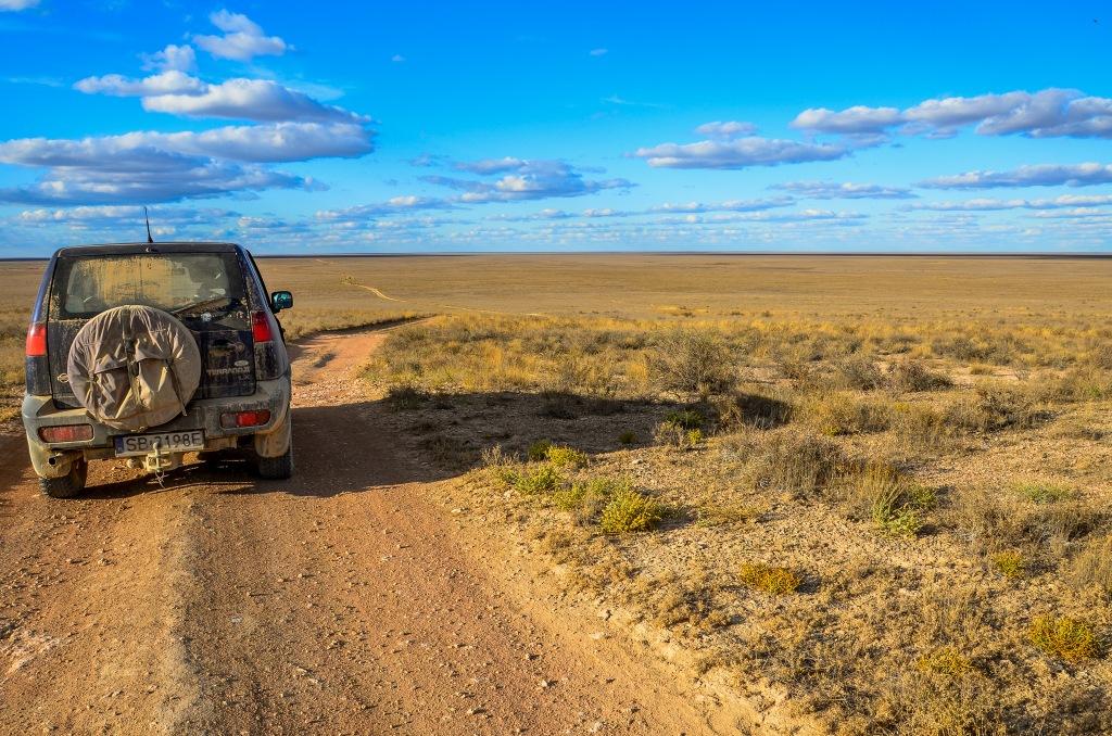 Wyprawa przez kazachski step Ustiurtskiego płaskowyżu.