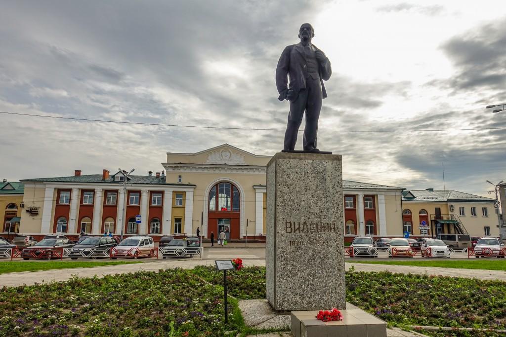 Pomnik lenina przed stacja Kotlas. Rosja